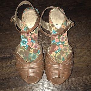 Shoes - Vintage brown leather heels